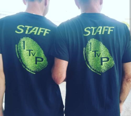 T-shirt per lo staff